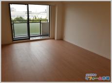 神奈川県藤沢市マンションにて元床の上から敷けるフローリング材でのリフォーム事例