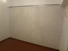 横浜市青葉区にて古くなった壁からエコカラットへの内装リフォーム事例