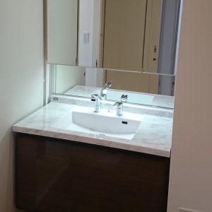 横浜市鶴見区マンションにて人気のLIXILルミシスでの洗面台リフォーム事例