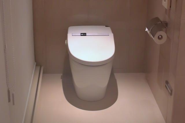 スリムなデザインが人気!タンクレストイレにリフォームするメリットや注意点