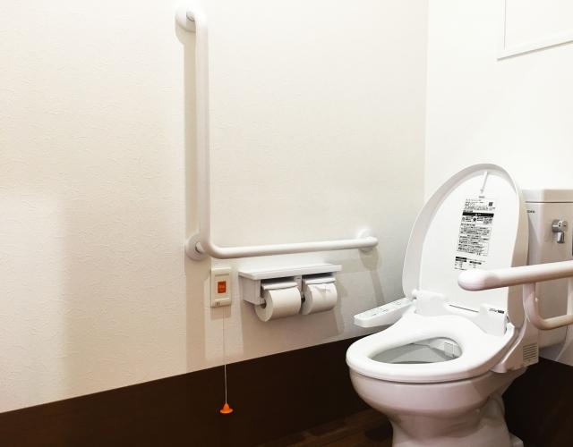 高齢者にやさしく使いやすいトイレに!リフォームのポイントや注意点
