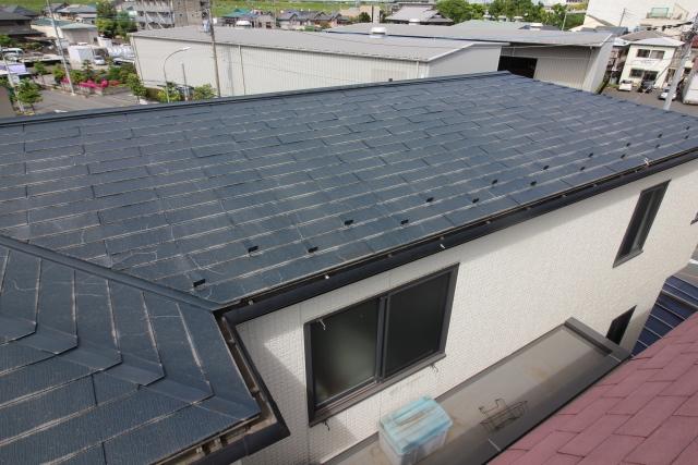 屋根の葺き替えはいつ頃検討する?時期の設定や見極め方は?