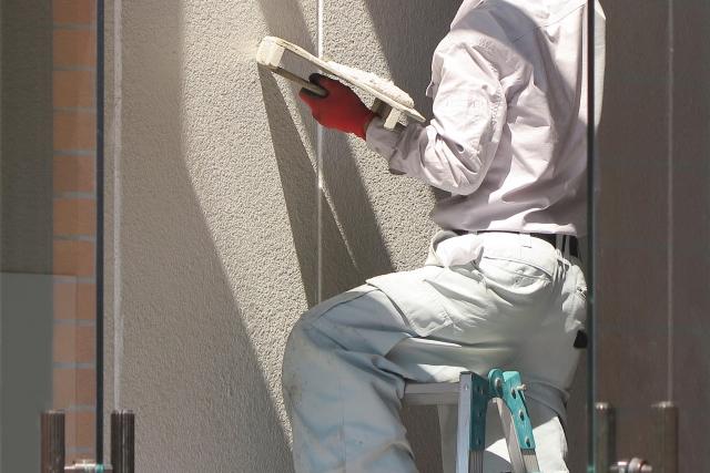 外壁の塗り替えを行うタイミングと費用の相場金額は?業者選びで気をつけたいこととは?