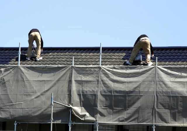 屋根を長持ちさせるには塗装がポイント!塗装のタイミングや塗料の選び方をご紹介